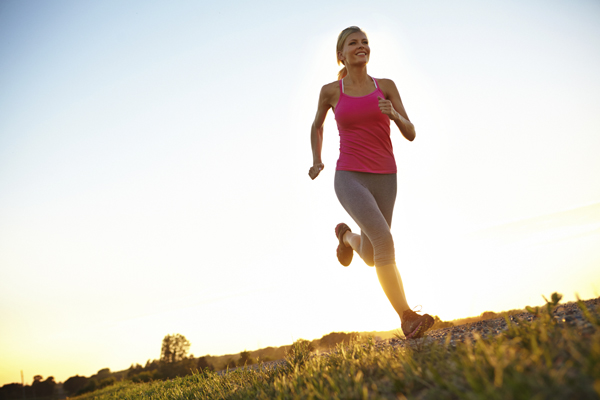 woman running outdoors at dusk to prevent allergies