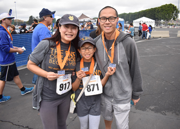 sandy lee, her husband and daughter at the 2018 anti-cancer challenge
