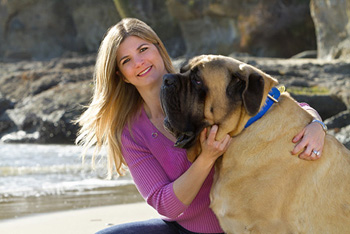 UC Irvine thyroid cancer survivor Shannon Dargenzio and her 230-pound English mastiff, Shera